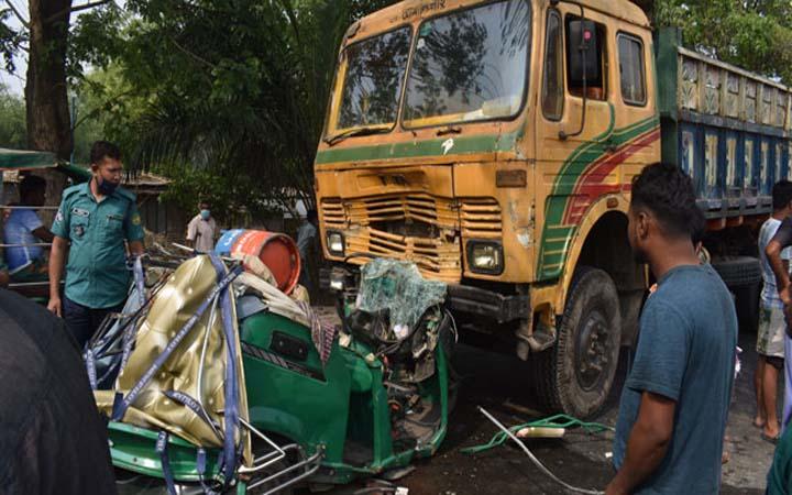 রাজশাহীতে ট্রাক-সিএনজি সংঘর্ষ: নিহত ৩