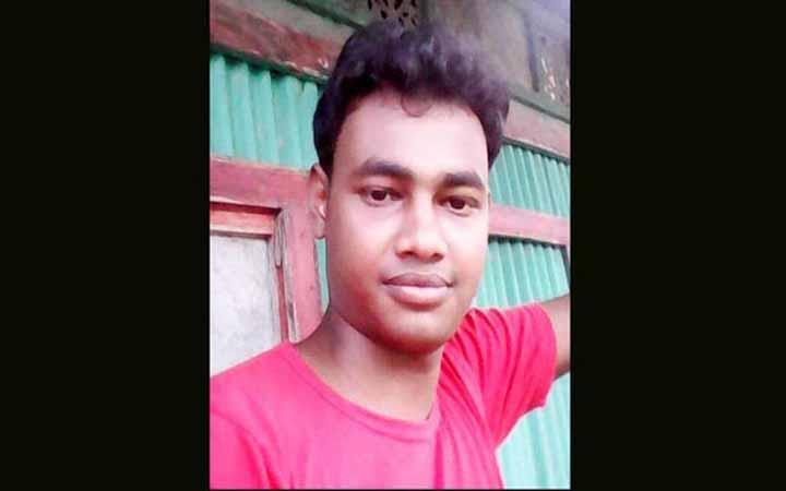 কুমিল্লায় মহাসড়কে যুবকের ছড়ানো-ছিটানো লাশের  অংশ