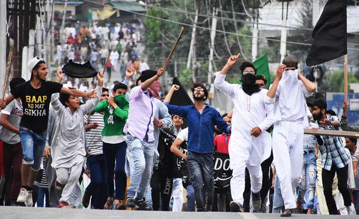 অবরুদ্ধ কাশ্মীরে ঈদ: 'ঈদ নয়, এটা এবার শোক'